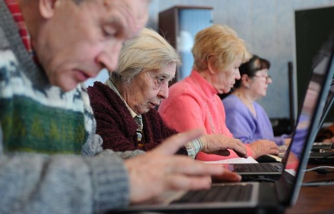 C:\Users\ВОВА\Desktop\БУХГУРУ\июнь 2018\ВЕБ Кому не повысят пенсионный возраст\pensioner-rabota.jpg