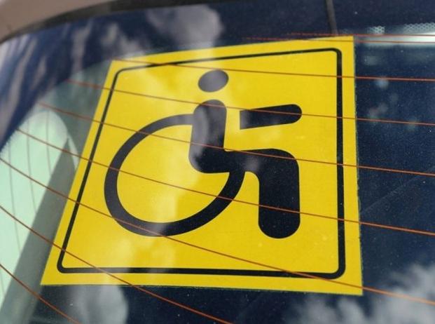 Знак «инвалид» на автомобиле нового образца как его распознать || Знак quotИнвалидquot на автомобиль с 4 сентября как изменились правила