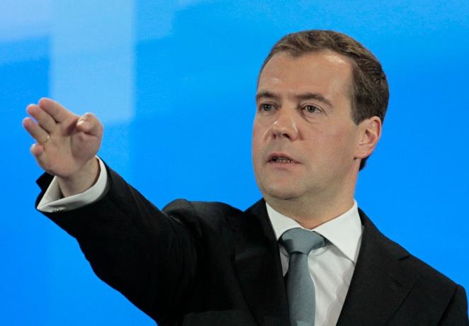 Медведев предложил заново провести черту бедности в России