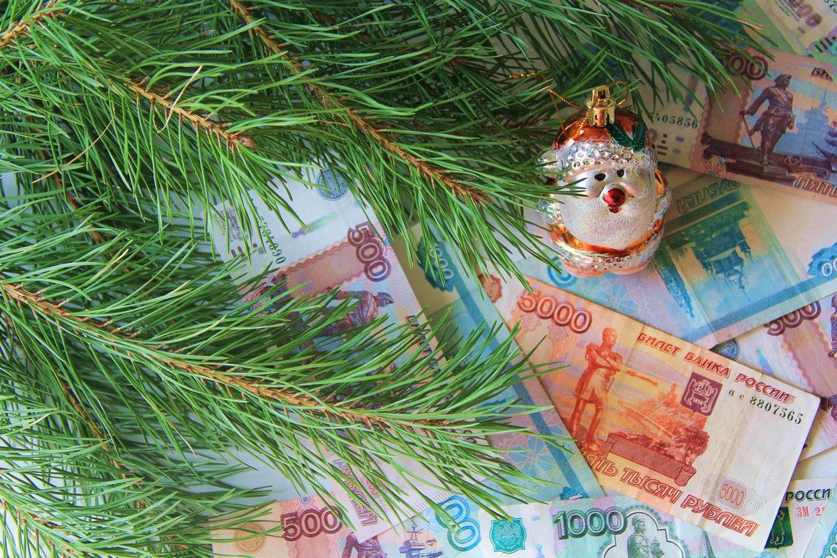 Если срок выплаты зп переносится из за праздников что происходит с авансом